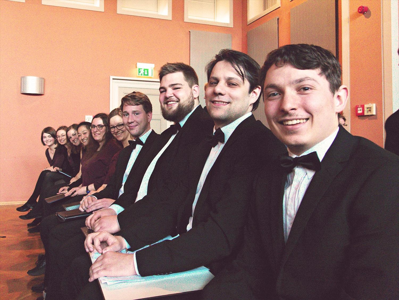 Das Kammer-Ensembles des Psycho-Chores der FSU Jena bei einem Chorwettbewerb in Thüringen (Foto unbekannt)